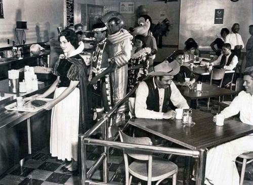 История эпохи в черно-белых фотографиях