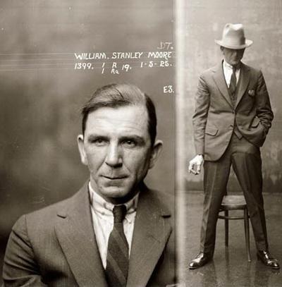 """Матерый гангстер Уильям Стенли Мур из Чикаго по кличке """"Инквизитор"""". Отвечал за казни должников и людей, которые «стояли на пути» у мафии. Из пометки уголовного дела: Отличается крайней жестокостью, не идет на компромиссы."""