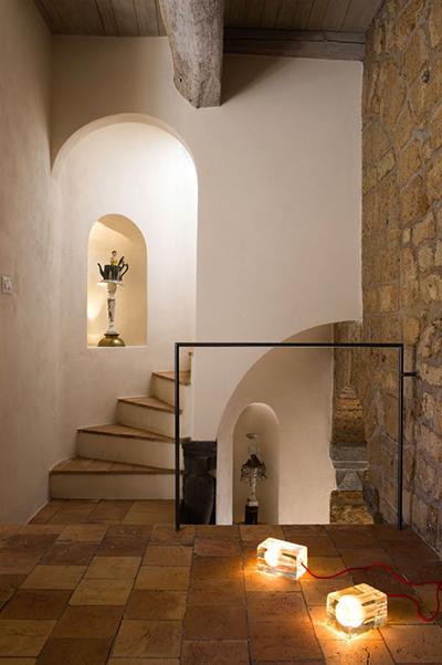 Удивительная архитектура: настоящий дом с пещерами