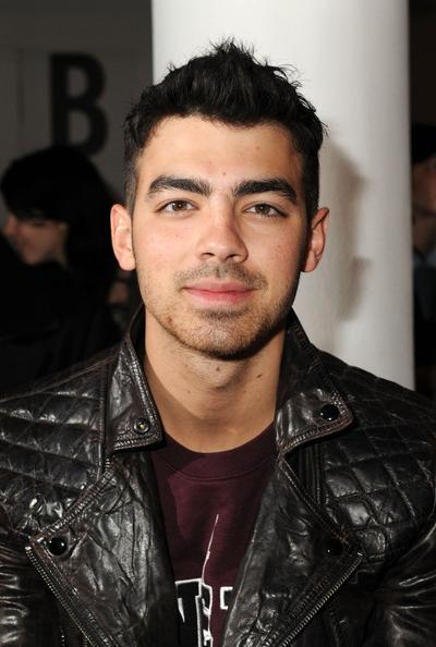 4. ��� ������ (Joe Jonas), 22 ����, ���������� ������������ �����, ��������, ����� � ������, �������� ������ Jonas Brothers.