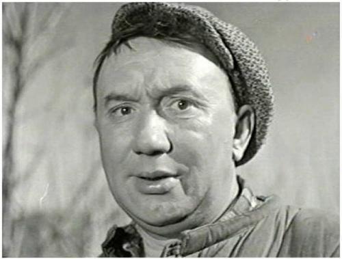 Алексей решил вернуться к профессии актера, и в 1946 году был принят в труппу Ленинградского театра музыкальной комедии. Послевоенные годы для Смирнова выдались очень тяжелыми. Он очень мало зарабатывал, в кино еще в то время не снимался, в театре он играл лишь в массовках, и заботился о больной престарелой маме.