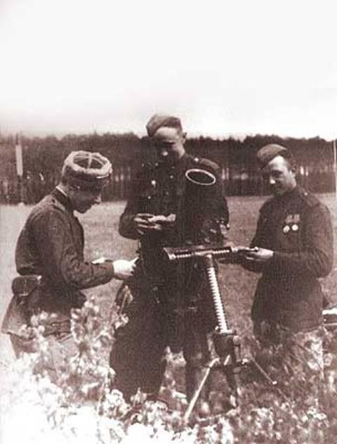 Один из орденов Славы Смирнов получил за бой близ деревни Посташевице. В наградном листе было записано: «Товарищ Смирнов с тремя бойцами бросился на немцев и лично из автомата убил трех гитлеровцев и двух взял в плен. 22 января 1945 года, несмотря на интенсивный ружейно-пулеметный и артиллерийско-минометный обстрел, с расчетом переправил на себе миномет на левый берег реки Одер. Откуда огнём из миномёта уничтожил 2 пулемётные точки в деревне Эйхенрид и до 20 гитлеровцев. 36-й артполк овладел деревней и плацдармом на левом берегу реки Одер».