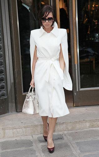 Виктория Бекхэм в белом плаще во время шопинга в Париже.  40. 39.
