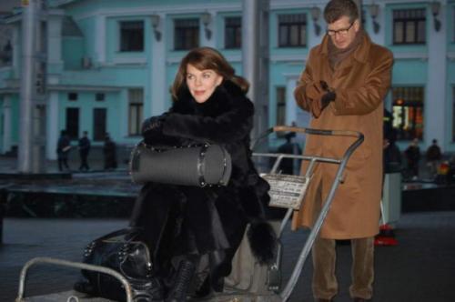 Спустя несколько лет пара поженилась в Москве, где они живут большую часть времени, иногда бывая и во Франции. Переезжать за границу навсегда актер не хочет.