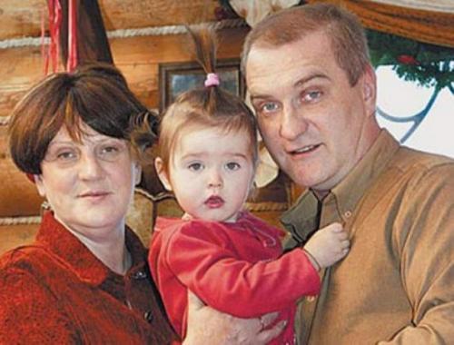В начале 90-х у актера Александра Балуева начались романтические отношения с гражданкой Польши, журналисткой Марией Урбановской, через 10 лет пара оформила отношения, тогда же родилась их дочь Мария-Анна.