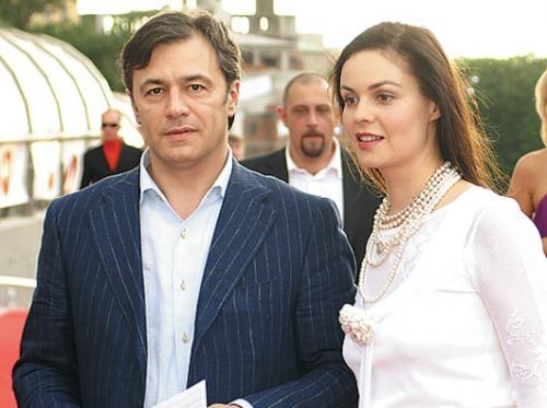 Сербский бизнесмен Душко Перович увидел телеведущую Екатерину Андрееву в новостной передаче «Доброе утро» на первом канале во время деловой поездки в Россию и сразу влюбился.