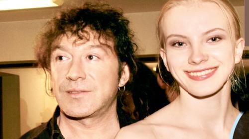 В 1990-м году Владимира Кузьмина  покоряет своей красотой фотомодель Келли Керзон.