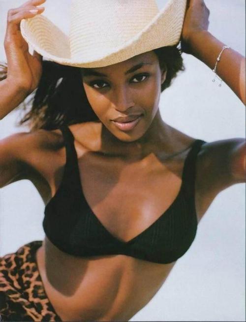 Naomi отрабатывает за всех