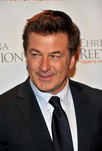 53-������� ����� �������� (Alec Baldwin) �������� ����� � ����� � ���-���������, ����� �� ��������� ��������� ���� iPad, ���� ������� ��������� �� ������.