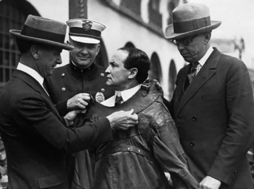 К 1923 году Гудини снял пять немых полнометражных фильмов.
