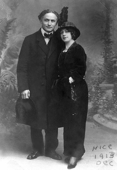 29 октября 1926 года Гудини успешно гастролировал по Канаде. После выступления к нему за кулисы зашёл студент местного университета Гордон Уайтхед. Гудини в это время отдыхал.