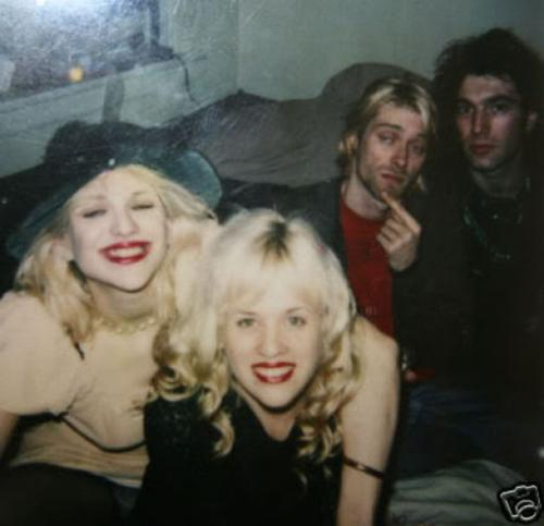������ ��� (Courtney Love) � ���� ������ (Kurt Cobain) � ��������