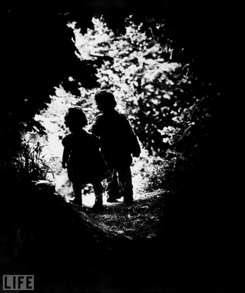 На свет (Into the Light). Photo by Eugene Smith, 1946.