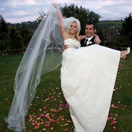 Британская певица Наташа Бедингфилд неожиданно вышла замуж за американского бизнесмена и режиссера документального кино Мэттью Робинсона