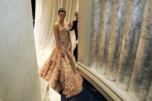 Пенелопа Круз (Penelopez Cruz) ждет выхода на сцену, чтобы вручить «Оскар» за лучший иностранный фильм, на 79-ой ежегодной церемонии «Oscar» Academy Awards в Голливуде, Калифорния, февраль 2007.
