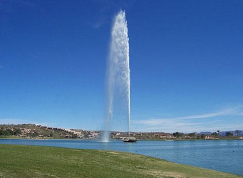 """Общая масса воды, которая постоянно """"висит"""" над фонтаном, составляет примерно 18,8 тонн…."""