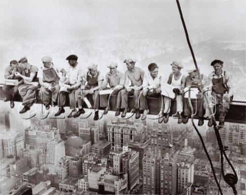 Нью-йоркские рабочие-строители  на 69-м этаже…