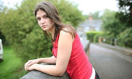 Юная англичанка Кэй Андервуд падает в обморок при любой сильной эмоции. Смех, гнев, страх или плач — и она уже без сознания. Бывает, что количество обмороков достигает 40 в сутки.