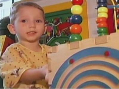 Трехлетний малыш Ламб Ретт с момента своего рождения ни на мгновение не сомкнул глаз и не спал ни одной ночи. А причина кроется в редчайшей аномалии — синдроме Киари.
