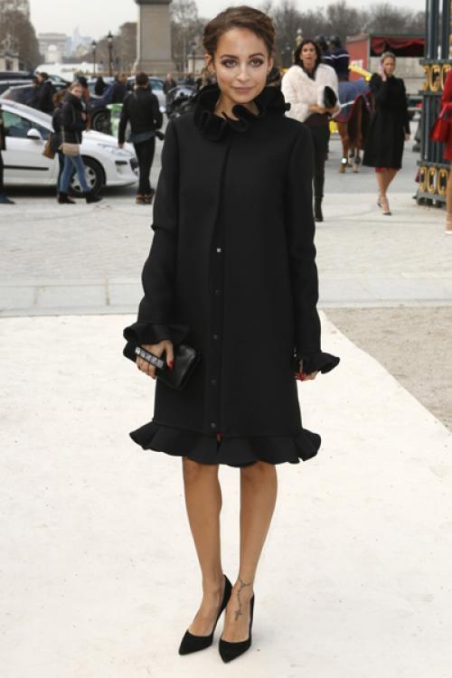 Однако и этот стиль она сменила в 2008-м на еще более женственный и элегантный, когда основала собственный модный бренд одежды, украшений и аксессуаров House of Harlow 1960.