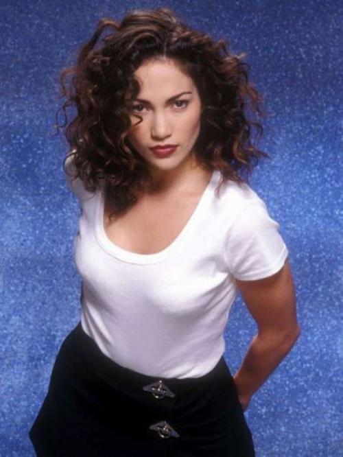 Дженнифер Лопес В начале 90-х имидж певицы и актрисы был совсем уж простоватым.