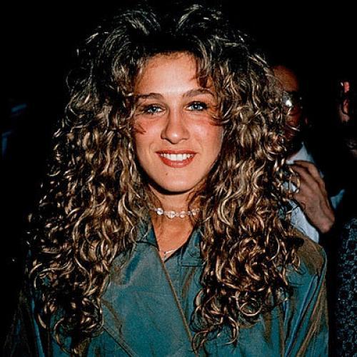 """Сара Джессика ПаркерЗвезда """"Секса в большом городе"""" не всегда отличалась блестящим стилем. Мода 90-х не пощадила и ее."""