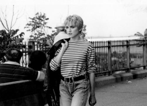 МадоннаХотя стиль певицы всегда был провокационным, в 80-е сложно было сказать, что ее будут считать поп-дивой.