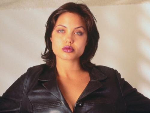 Анджелина Джоли В начале карьеры актриса предпочитала дерзкие, провокационные и агрессивные образы.