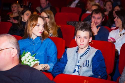 Через некоторое время Меладзе рассказал, что от Альбины у него подрастает сын Костя.
