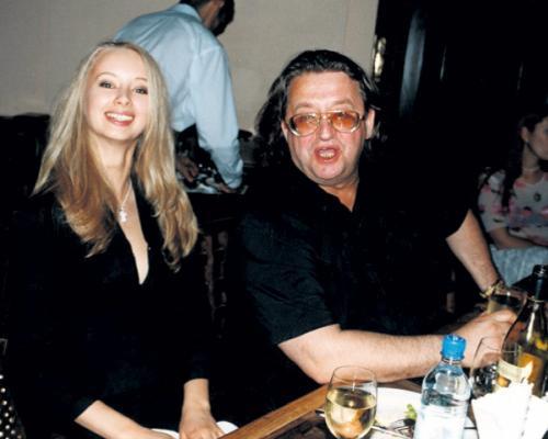 65-летний композитор и 33-летняя актриса вместе уже 12 лет, а в прошлом году молодая супруга родила от Градского сына, названного также Александром.