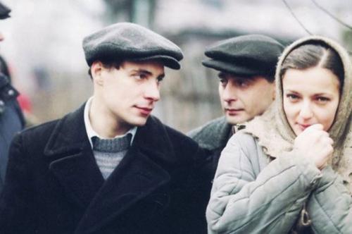 Евгений Цыганов Супруга актера, Ирина Леонова, после свадьбы оставила актерскую карьеру и полностью посвятила себя семье. Она стала мамой семерых детей и вела хозяйство.