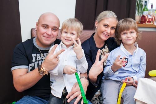 Доминик Джокер Рэпер оставил жену и мать двух его сыновей, Альбину, из-за того, что влюбился в коллегу Екатерину Кокорину.