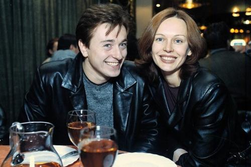 Сергей Безруков Актер с супругой Ириной состояли в браке с 2000 по 2015 год, но позже СМИ сообщили, что Безруков закрутил новый роман.