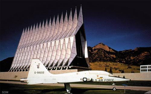 По задумке архитекторов из компании  skidmore, owings & merrill часовня должна была напоминать 17  космических кораблей, устремленных в небеса и готовых вылететь навстречу богу в любую минуту.