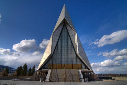 Эта церковь на сегодняшний день является одним из самых красивых примеров американской академической архитектуры, хотя на момент постройки была объектом жарких споров.