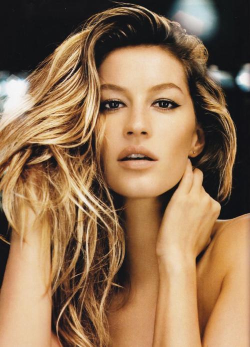 Жизель Бюндхен Бразильская супермодель, также известная как одна из бывших ангелов Victorias Secret, карьеру фотомодели начала в 14 лет, когда на нее обратил внимание представитель агентства Elite Modeling. С тех пор карьера Жизель начала набирать обороты.