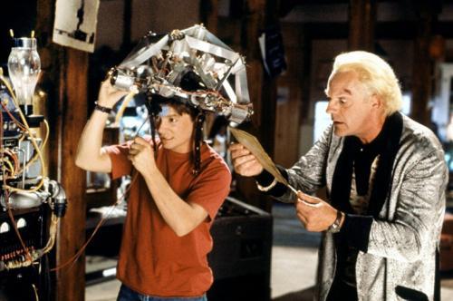 Актёр решил выбить из-под ног коробку, которая снизу поддерживала его вес, тем самым фактически повесив самого себя. Однако что-то пошло не по плану, и в конечном итоге актёр чуть не умер от удушья. Прошло почти 30 секунд, прежде чем режиссёр фильма Роберт Земекис понял, что даже такой замечательный актёр, как Майкл Джей Фокс, не мог настолько правдоподобно сыграть такую сцену, и что происходит что-то неладное.