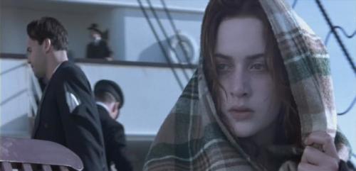 10. Кейт Уинслет (Kate Winslet) — «Титаник» («Titanic») «Титаник» был, вероятно, одним из самых сложных фильмов, которые когда-либо приходилось снимать. От сбоев и неполадок на съёмочной площадке до промокших насквозь актёров — можно с уверенностью сказать, что съёмочная группа работала не в самых простых условиях.