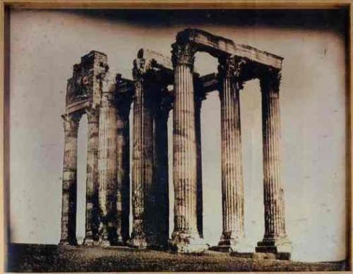 Жозеф-Филибер Жиро де Пранже (Франция) - снимок храма Юпитера в Афинах.В 2003 году фотография была продана за $922 тысячи.