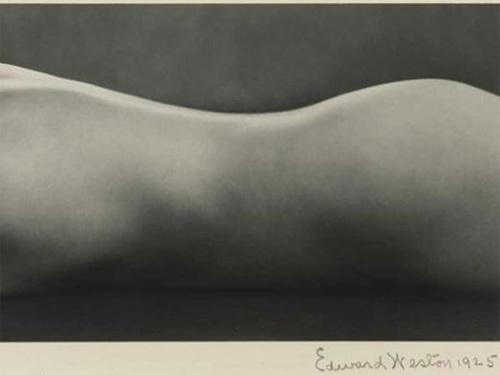 """""""Нагота"""" Эдварда Вэстона, 1925 Вокруг этой чувственной фотографии кипели нешуточные страсти на аукционе Sotheby`s в апреле 2008 года. Счастливым обладателем изображения стал Питер МакГилл, владелец художественной галереи Pace-MacGill Gallery. Продана за $1 609 000."""