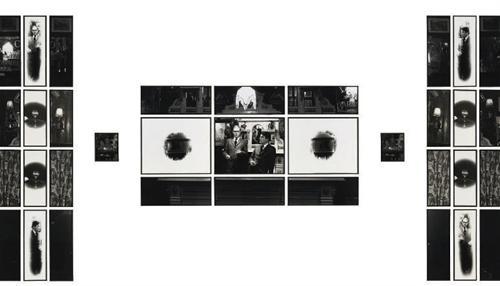 Гилберт Прош и Джордж Пассмор - Для Её Величества, коллаж из фотографий, 1973Британские художники Гилберт Прош и Джордж Пассмор работают в жанре перфоманс-фотографии. Мировую известность им принесли работы, где они выступали в качестве живых скульптур.Их коллаж из фотографий был продан за большие деньги на аукционе в 2008-м: на чёрно-белых фотографиях изображены мужчины в дорогих костюмах в сочетании с предметами интерьера. Покупатель неизвестен. Цена — $3 765 276.