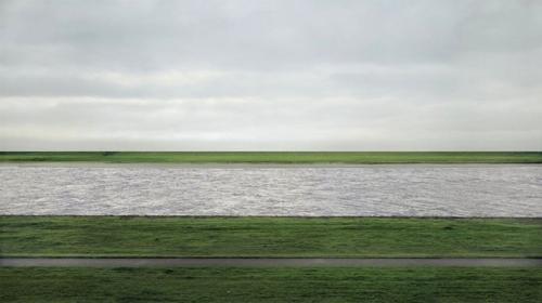 Андреас Гурски — «Рейн II», 1999Немецкий фотохудожник Андреас Гурски считается самым дорогим в мире. Фотография Рейн II сначала была выкуплена галереей в Кельне, а после ушла к неизвестному коллекционеру. Цена — $4 338 500.
