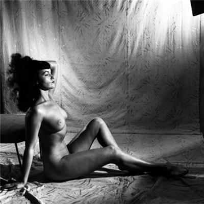 ����� ����� (Bettie Page)