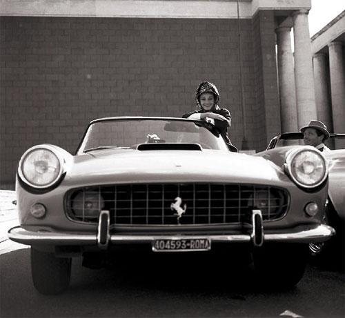 Легендарная голливудская актриса Одри Хепберн  и ее Ferrari 250 PF Cabriolet.