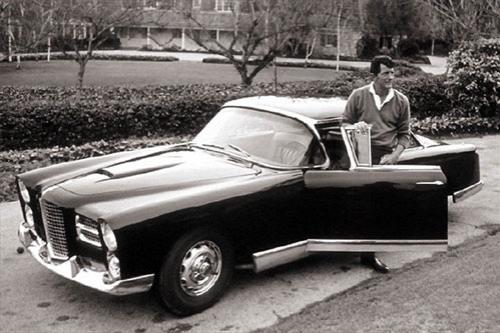 Американский певец и актер Дин Мартин  и его эксклюзивный Facel Vega 61 года.