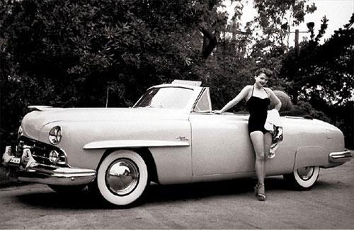 Американская актриса Энн Бакстер  и ее Lincoln Cosmopolitan Cabriolet.