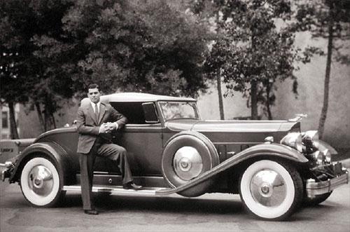 Американский актер Кларк Гейбл  и его Packard Twin Six.