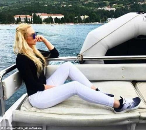 Иногда в ход идут лодки и яхты