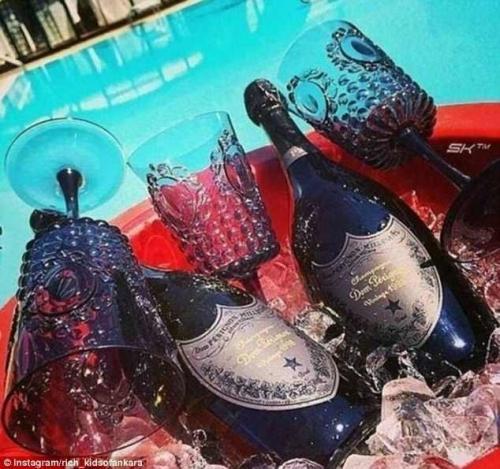"""Дорогое шампанское """"Дом Периньон"""" - непременный атрибут жизни золотой молодежи"""