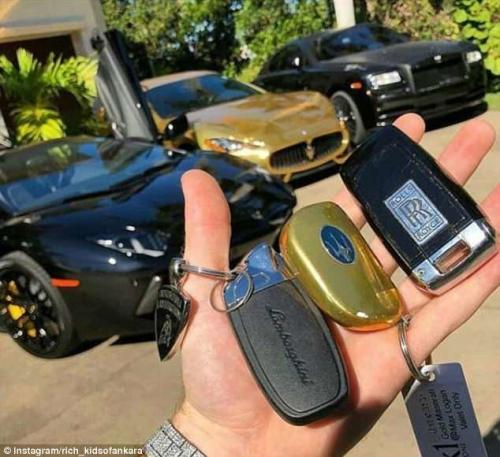 У этого тинейджера трудный выбор: Lamborghini, Rolls Royce или золотой Maserati?